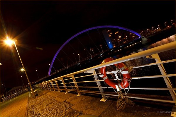 Glasgow's squinty bridge at night